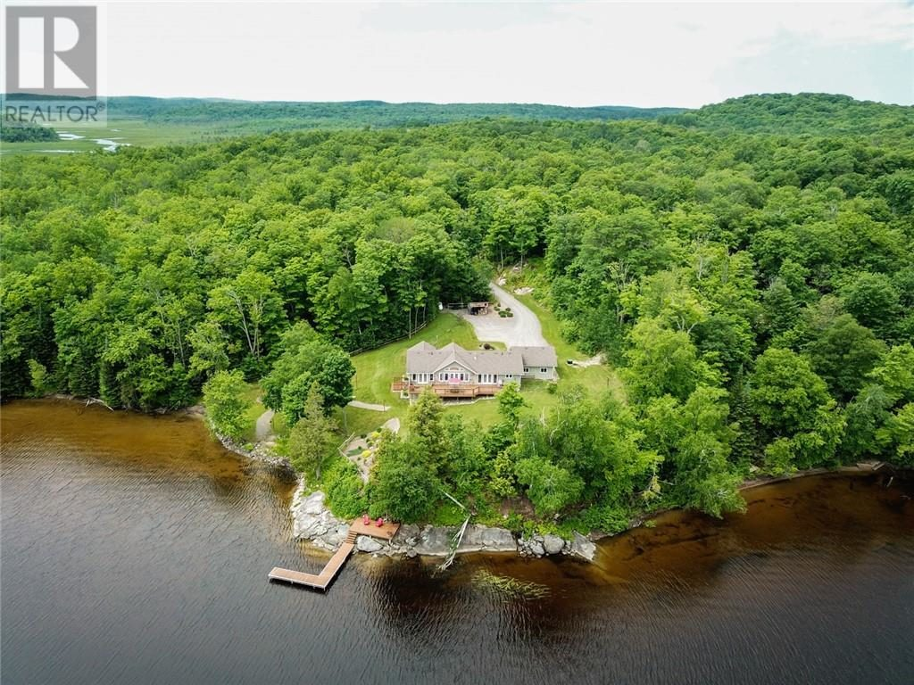 Sprucedale Cottage Comes With Huge Private Beach